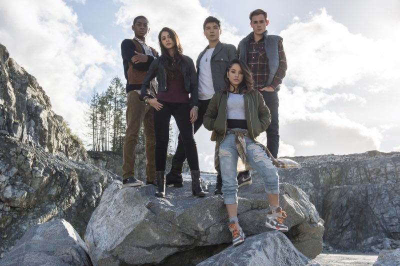 #TBT Miss the familia! Today&#39;s the last day to vote for @TeenChoiceFOX! Keep it goin  #ChoiceSciFiMovieActress  http:// teenchoice.votenow.tv  &nbsp;  <br>http://pic.twitter.com/N20xaQMyJM