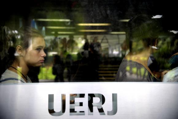 Em meio à crise financeira, inscrições no vestibular da Uerj caem 55%  https://t.co/zVHJRh6iJa (📷Tânia Rêgo/Arquivo Agência Brasil)
