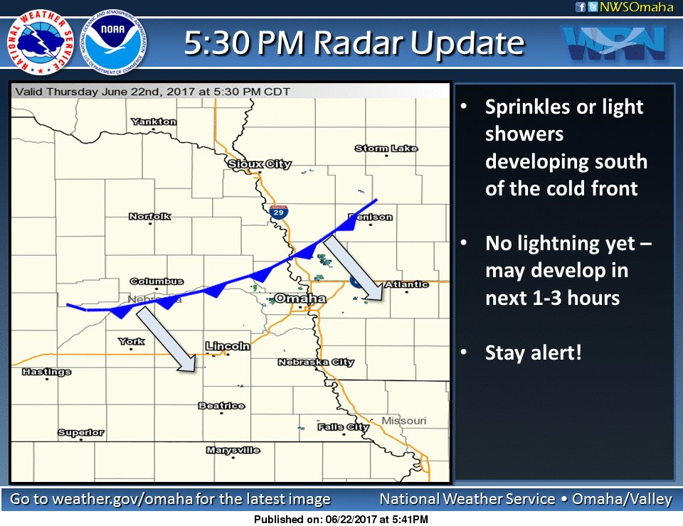 530pm radar: Sprinkles/light showers developing south of front. Watch out for lightning developing next 1-3 hours. Stay alert! #newx #iawx