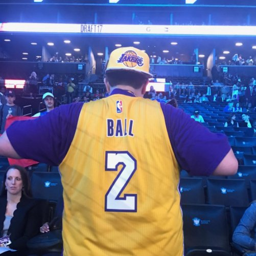 Welcome to Los Angeles @ZO2_ ! #Lakers fans are ready for the return o...