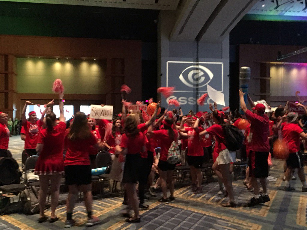 The @Essilor Student Bowl at #OM2017 gets off to a loud & boisterous start tonight @AOAConnect meeting in Washington