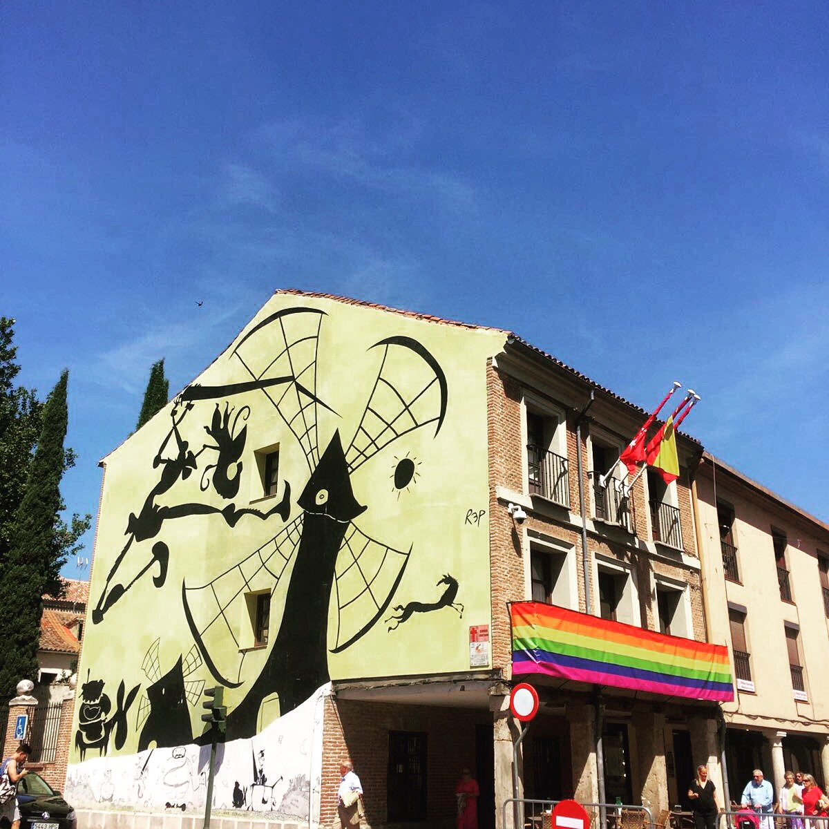 This is the month to show your true colors.#AlcalaDeHenares #PrideMonth2017<br>http://pic.twitter.com/ggvBbxJQrK