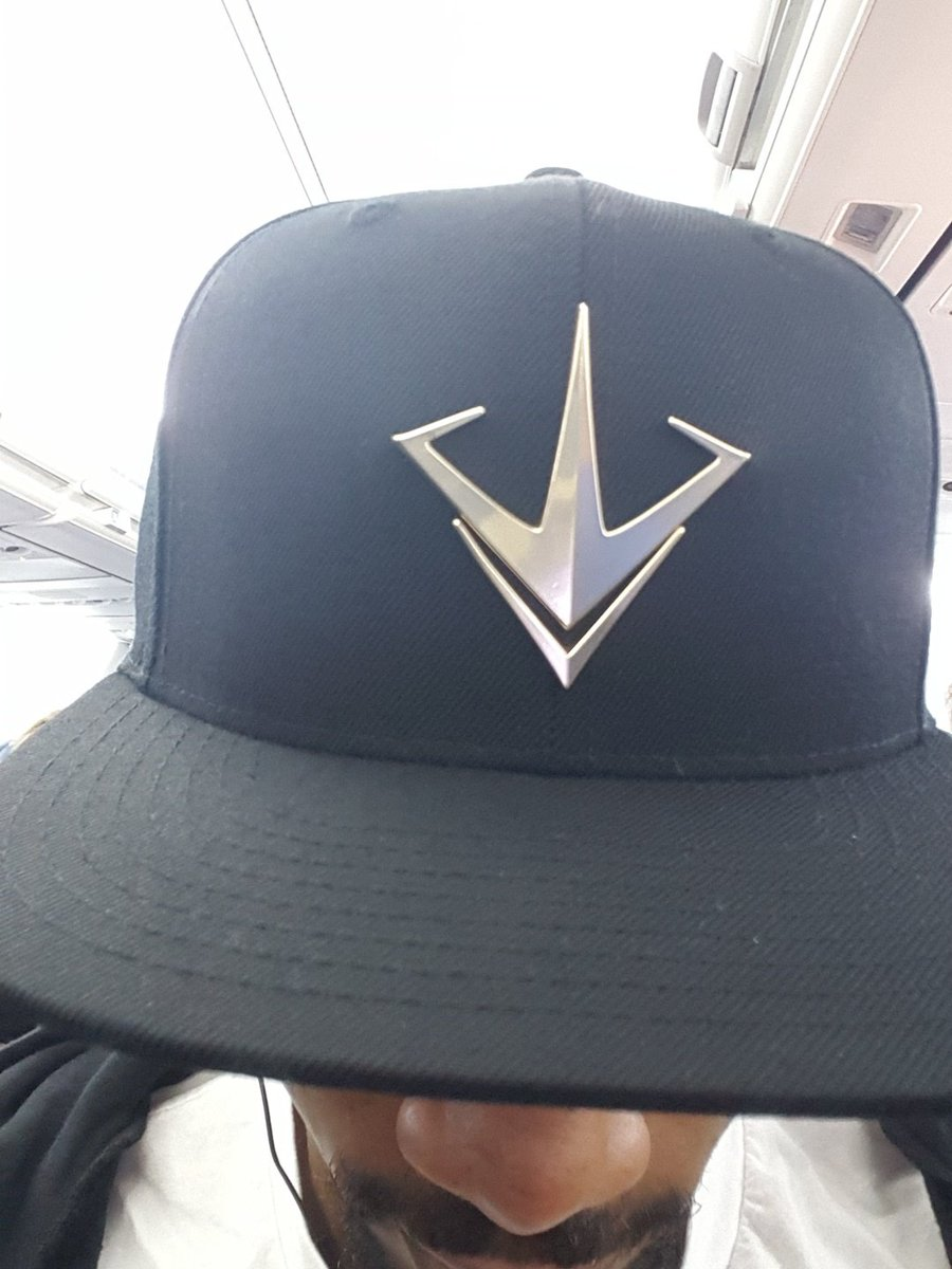 I might have a stash of these @Paragon snapbacks for some lucky people at #E32017. https://t.co/krCumQZSiC