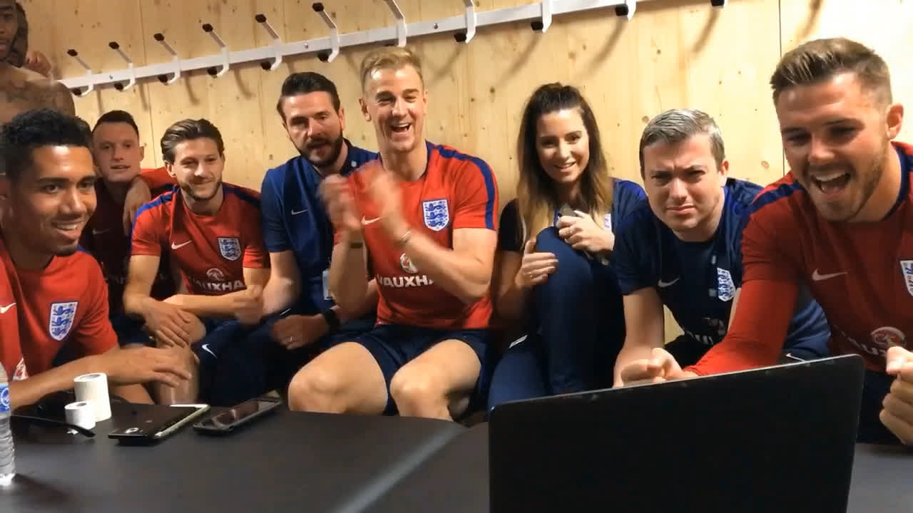 Love this. The senior England Team cheering on the U20 World Cup Winners. CHAMPIONS OF THE WORLD.👏👏👏👏👏 https://t.co/I7KDTdGCWU