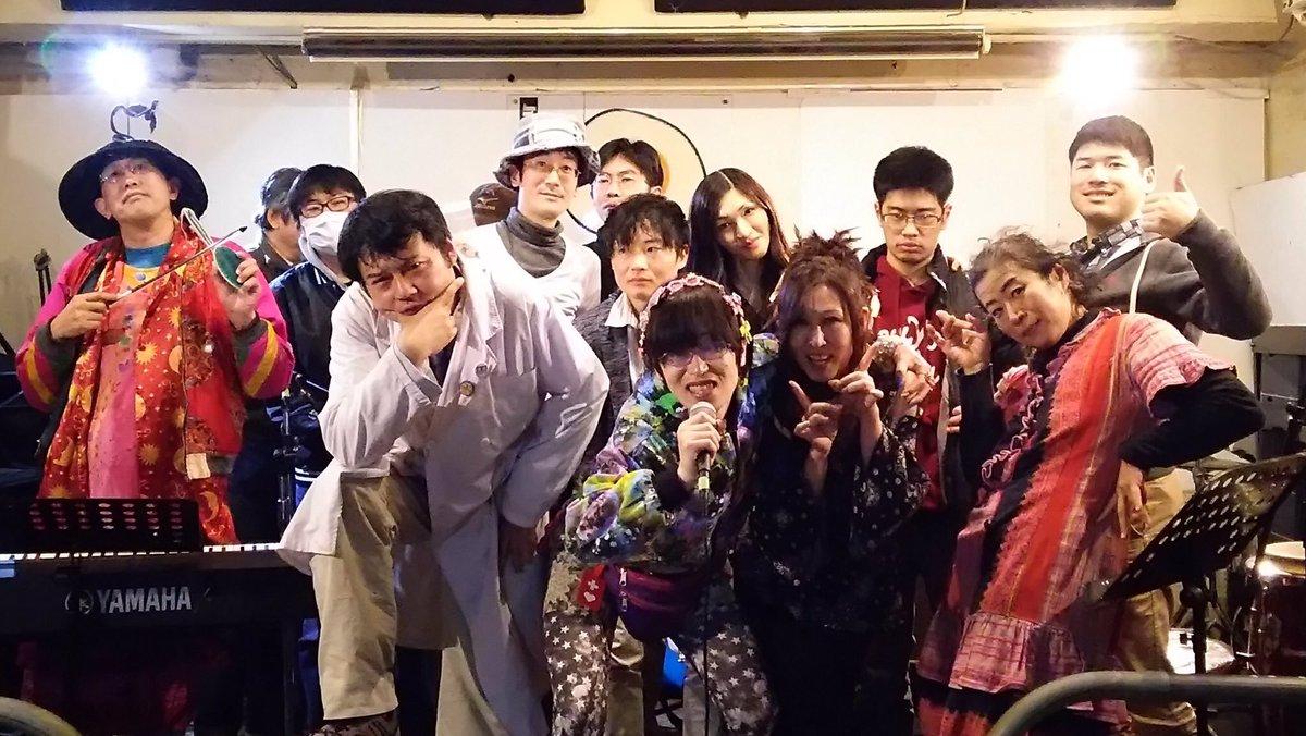 歌舞伎町の詩人達の集い。