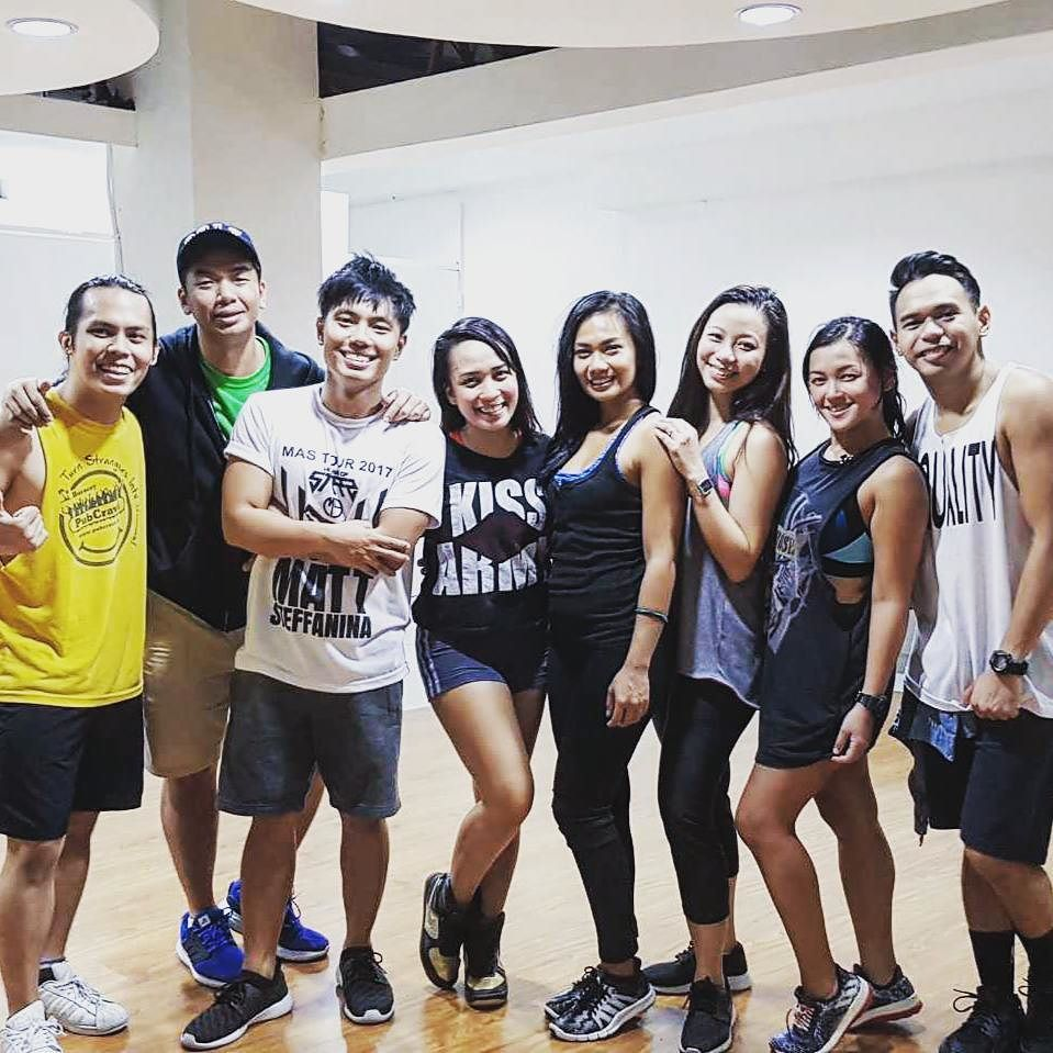 Definitely no competition right here.. Just pure love for dance. On the dance floor we're one family. 💙 #917Crew 💚 #SSDC  #GlobeAndSmart #u…