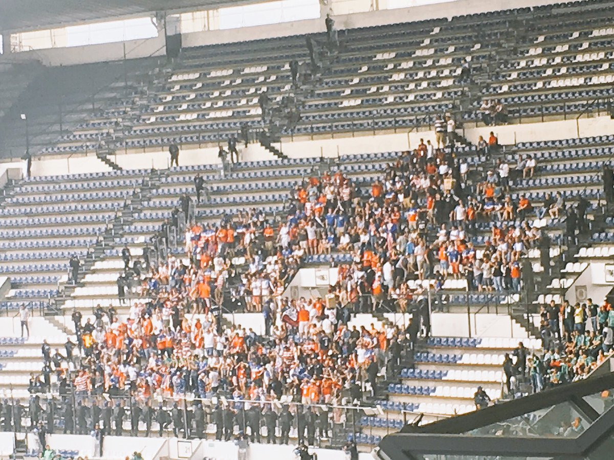 Here are the #USMNT supporters at Estadio Azteca. Yes that's about a 100-man security detail surrounding them. https://t.co/mKG6kvumrg