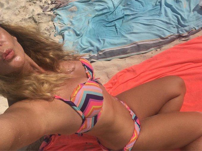 #besosplayeros💋 #felizdomingo #beachday #beachlife #hijadelmar ☝🏼y de mi madre 😁 https://t.co/euKEzW