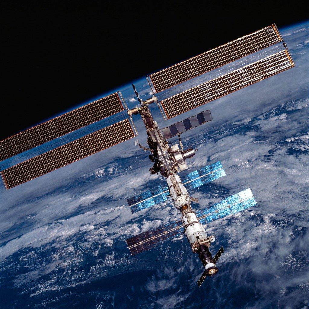 International space station celebrates 15 years in orbit перевод текста - c1b