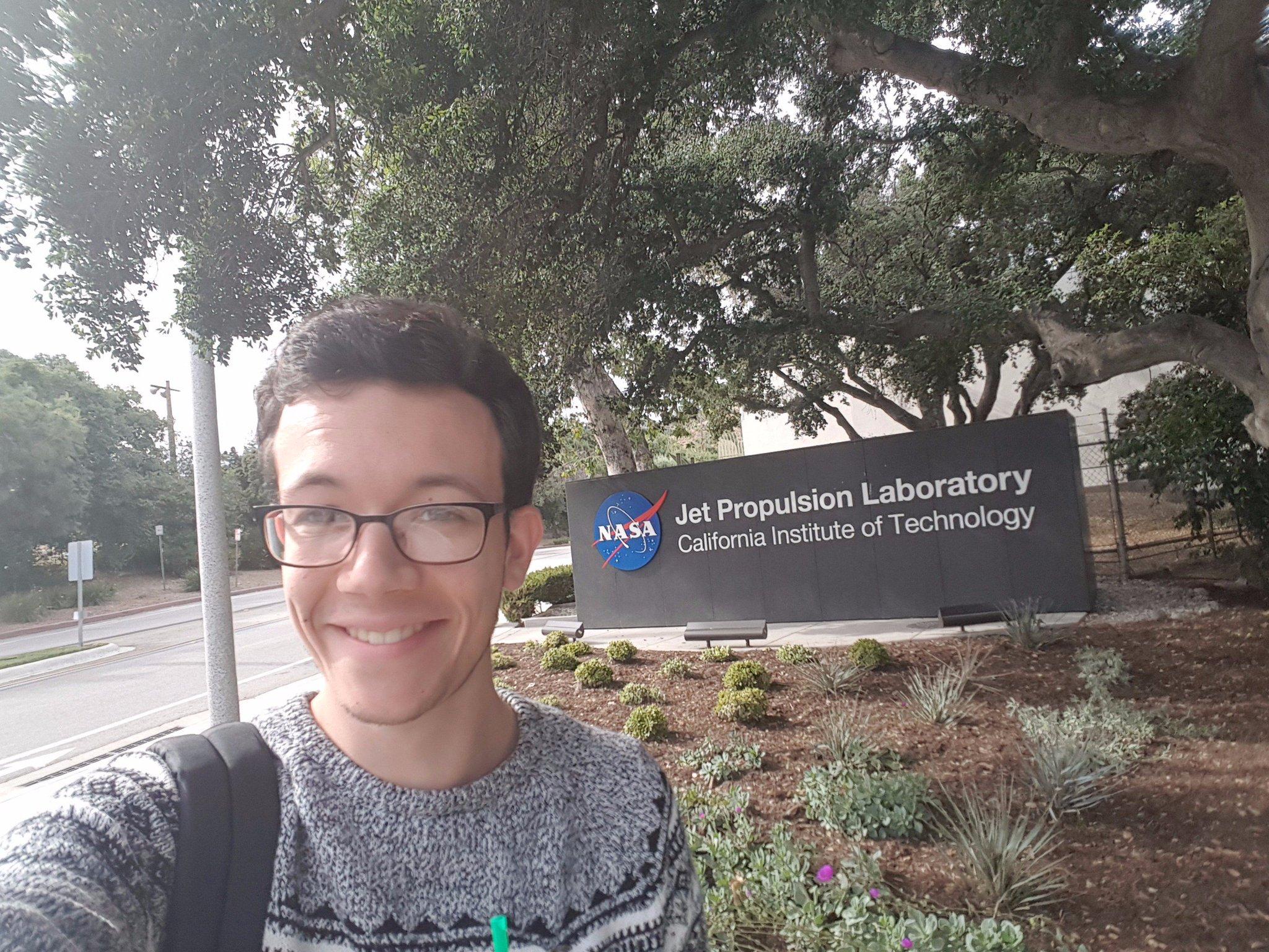 Bonjour à tous ! Ici Charlie, M1 de physique à l'@ENS_ParisSaclay, co-auteur du blog @WattsUpScience et actuellement en stage à la @NASA ! https://t.co/b9F4QIhT2e