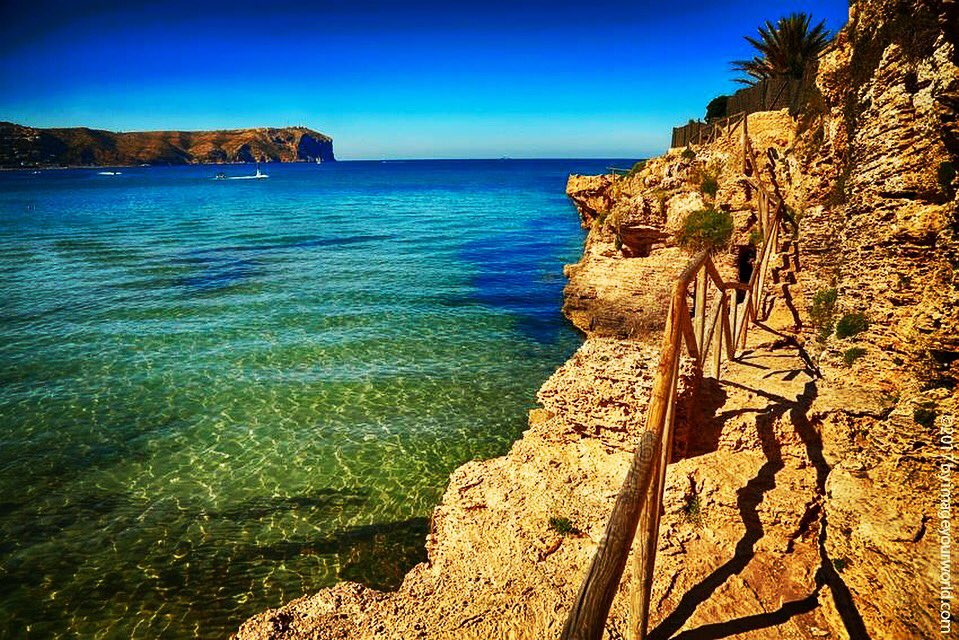 Fine silk-soft sand, heavenly turquoise-colored crystal-clear water with gentle waves  #javea #xabia #playaarenal #Costablanca #spain<br>http://pic.twitter.com/6cI91qztGk