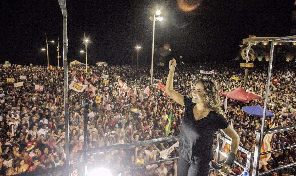 Ato em defesa das #DiretasJá em Salvador contou com a presença de diversas atrações musicais, incluindo @danielamercury!