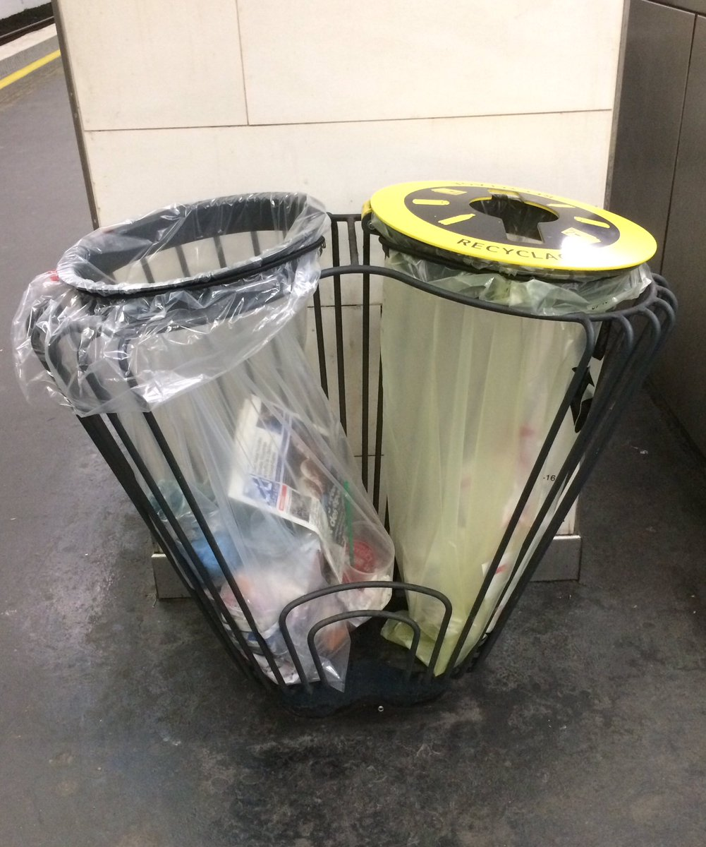 Such a #stylish rubbish bin! Only in #Paris! #GareDeLyon <br>http://pic.twitter.com/Me9xavELiH