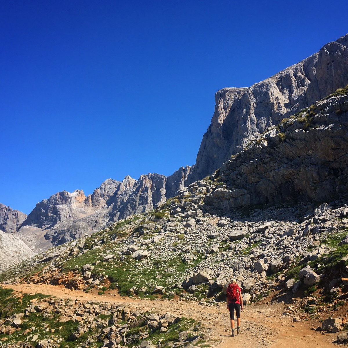 Rocky start to the day on the trail to Torre de los Horcedos Rojos #picosdeeuropa #spain #hiking @Pura_Aventura<br>http://pic.twitter.com/bJGXPYRLWs