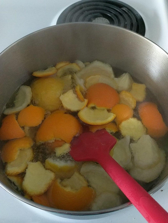 um... how long am I supposed to boil these again? #recipesconf @HillaryNunn https://t.co/J9KpB91RvM