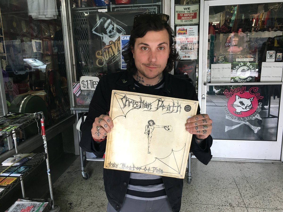 EXCLUSIVE: We went record shopping with @FrankIero before a recent show https://t.co/Q6qHspBan7 https://t.co/OO3hlu3YEt