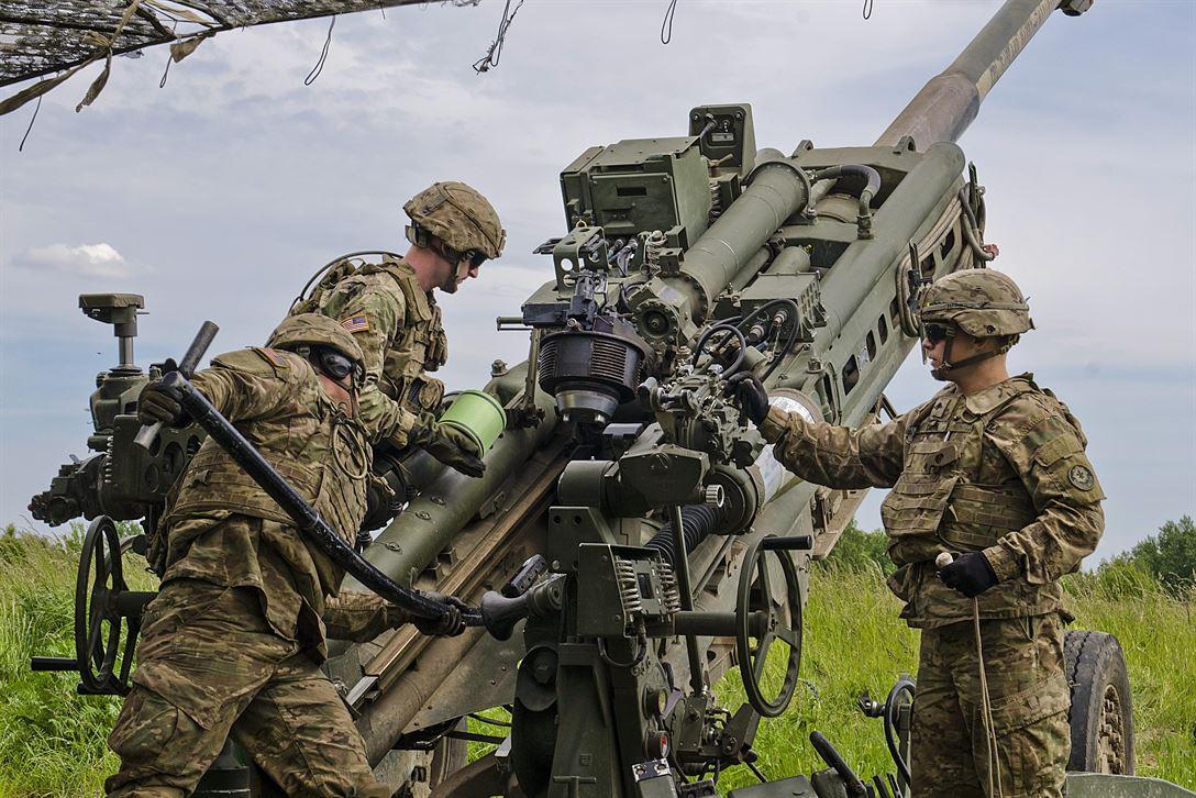 المدفع M777A2 الامريكي المقطور عيار 155 ملم  DCIP0SpW0AAXkb5