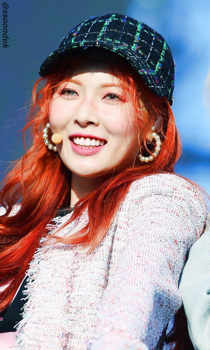 "HyunA >> mini-álbum ""A+"" - Página 9 DCIRaEWU0AAep56"