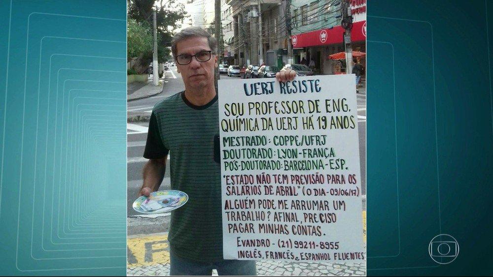 Professor da Uerj recusa oferta após pedir emprego em cartaz: 'Amo o que faço aqui' https://t.co/cW2Kc76YP6 #Rio #G1