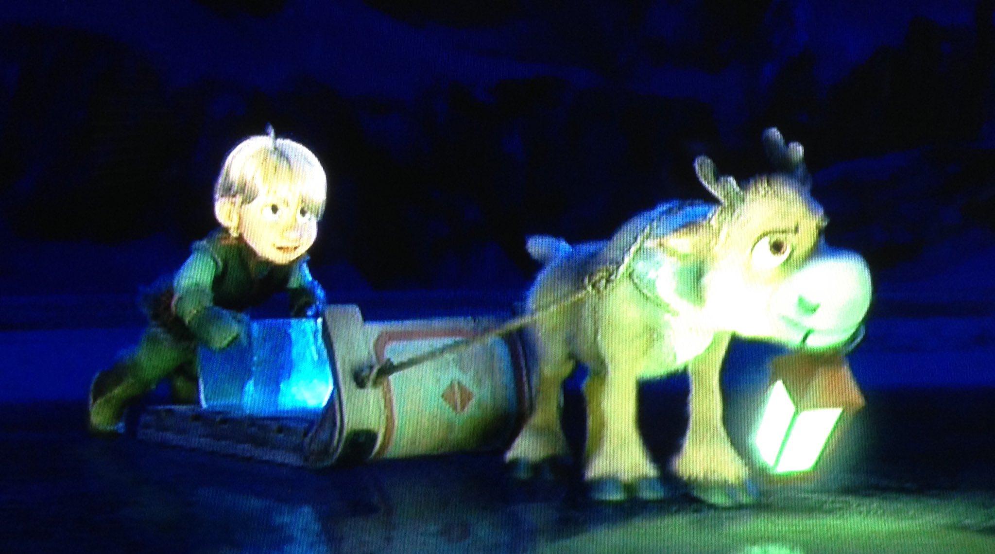 Aww! You follow your dreams right into the sun, kiddos. #Frozen https://t.co/JXrWr9aiYE