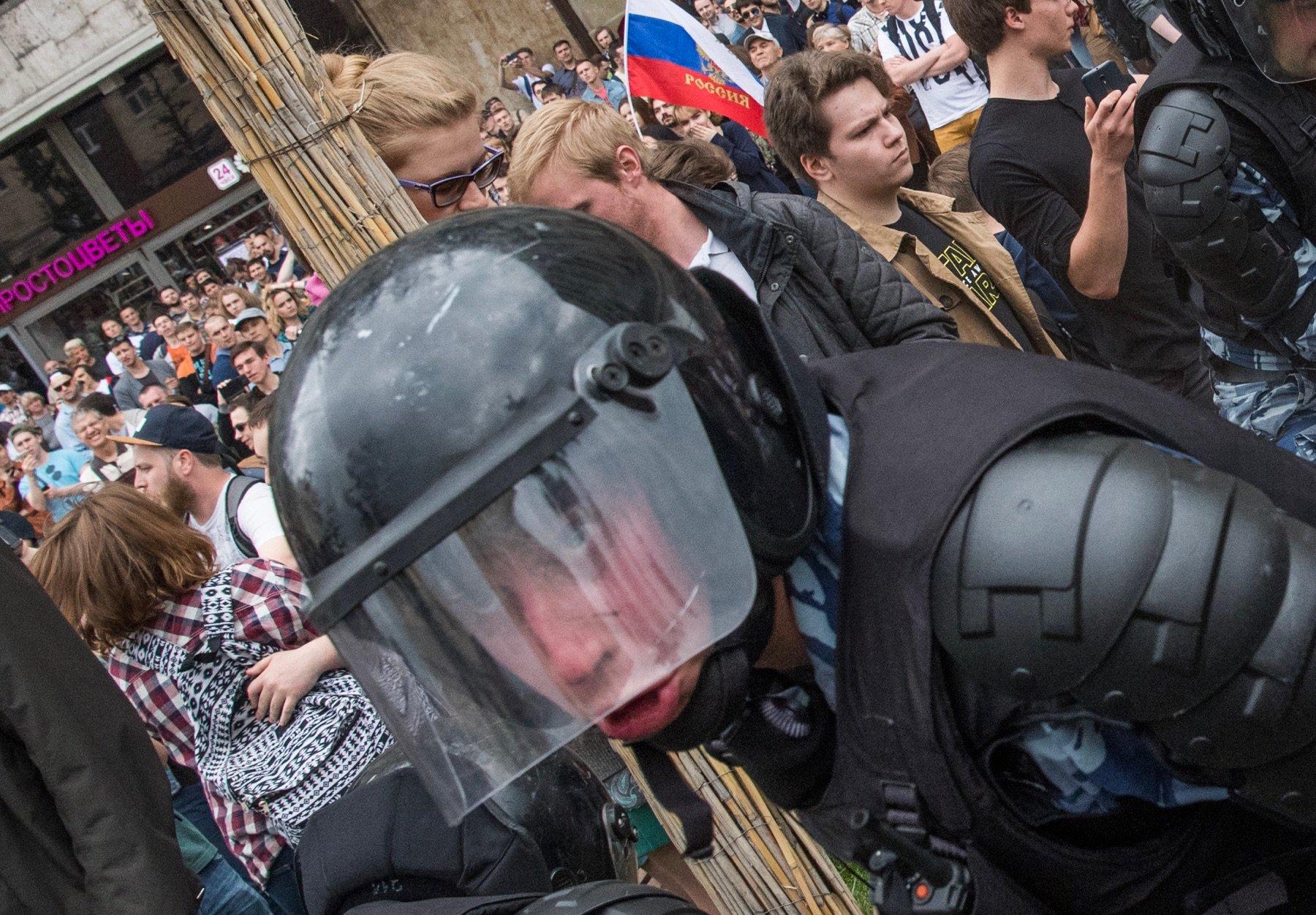 """""""Этот мужичок подошел и ласково сказал, что сломает мне фотоаппарат и лицо"""", - возможно, еще один бывший """"беркутовец"""" """"засветился"""" при разгоне митинга в Москве - Цензор.НЕТ 2211"""