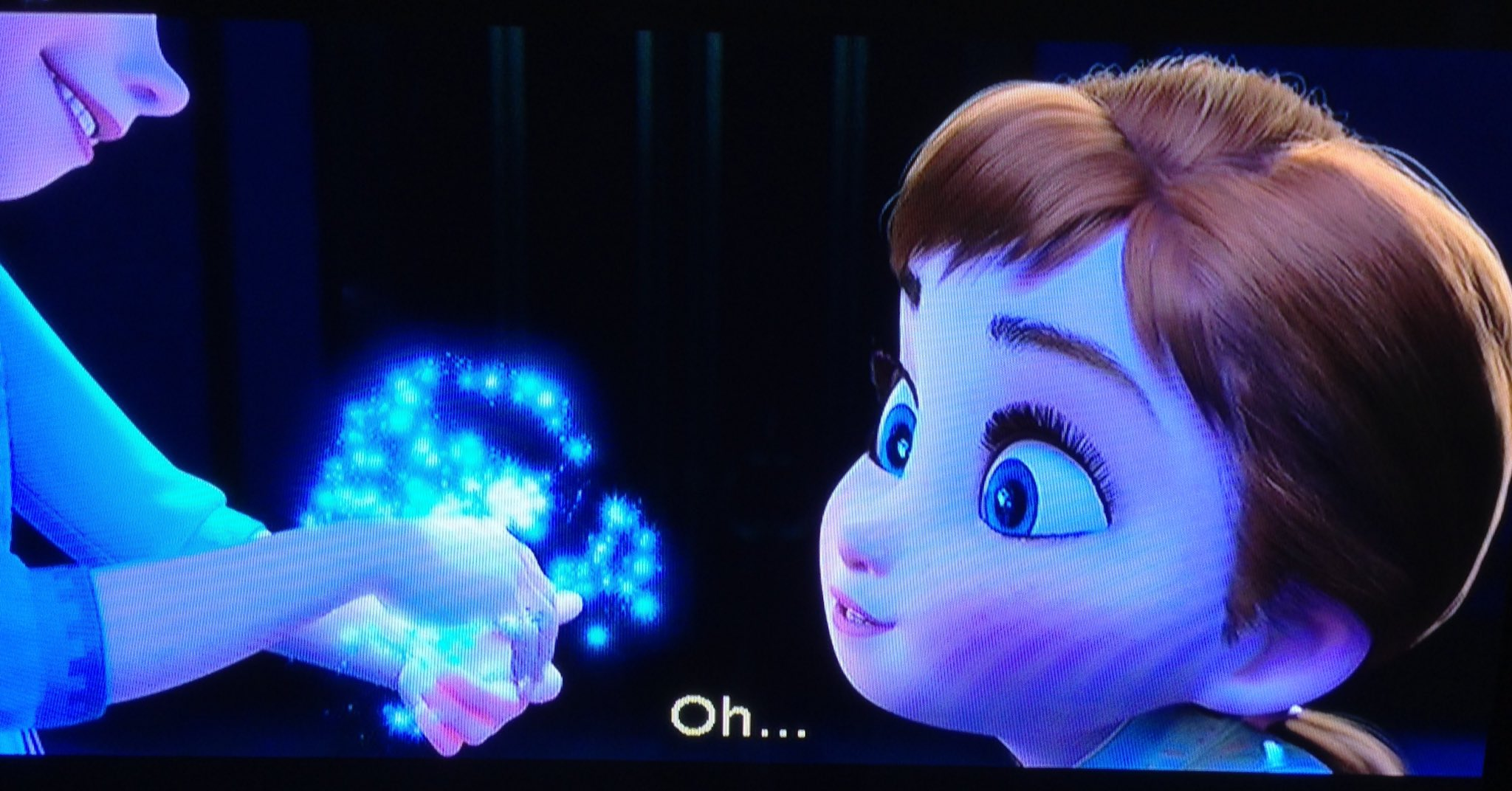 There's also lots to talk about RE Elsa's powers, but we'll get there. For now, I love how they're introduced. #Frozen https://t.co/9VnQsrrSnT