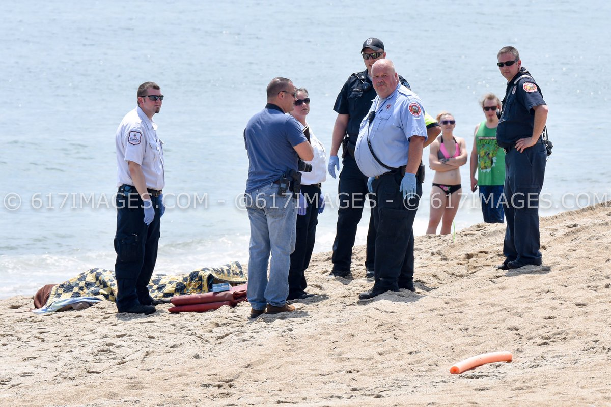 617 Images Boston On Twitter Photo Salisbury Beach Body Washed Up S In Front Of Beachgoers Pd Checking If It Boater From Jetty
