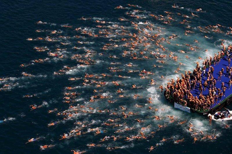 Galatasaray adasından Cuma cemaati dağılırken https://t.co/n7pnYTBzIq