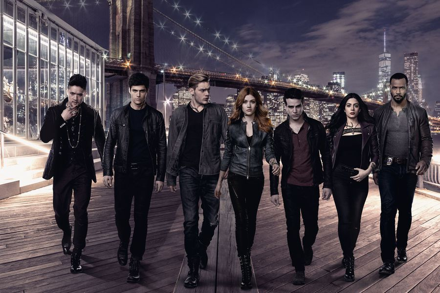 Tweet along with the #Shadowhunters cast tonight at 8pm/7c using  #ShadowhuntersChat.