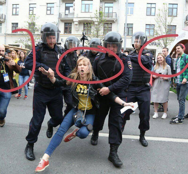 """""""При сильных президентах так не бывает"""": В Москве задержаны три человека, проводившие одиночные пикеты - Цензор.НЕТ 9670"""