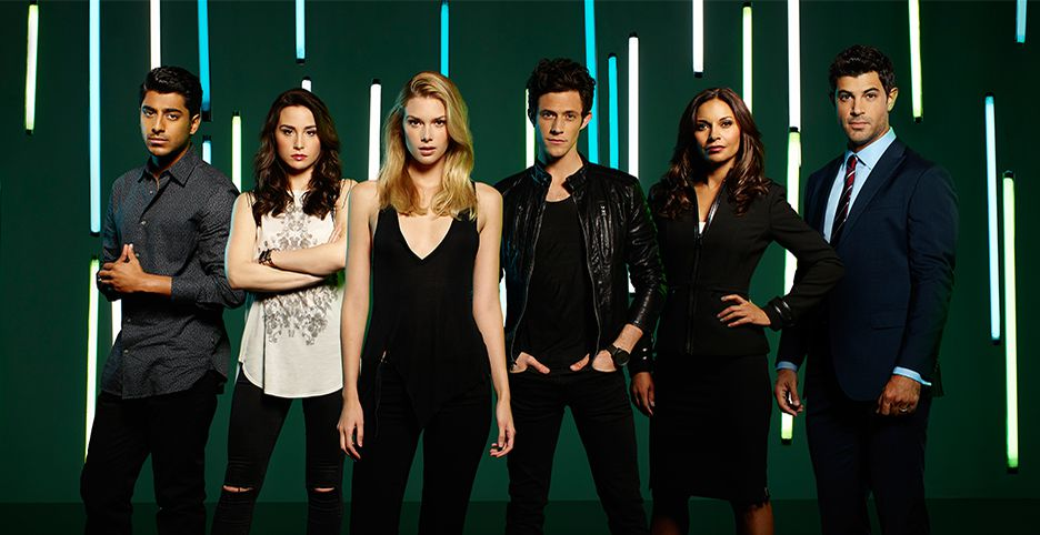 You can tweet along with the #Stitchers cast during tonight's episode using #StitchersChat.