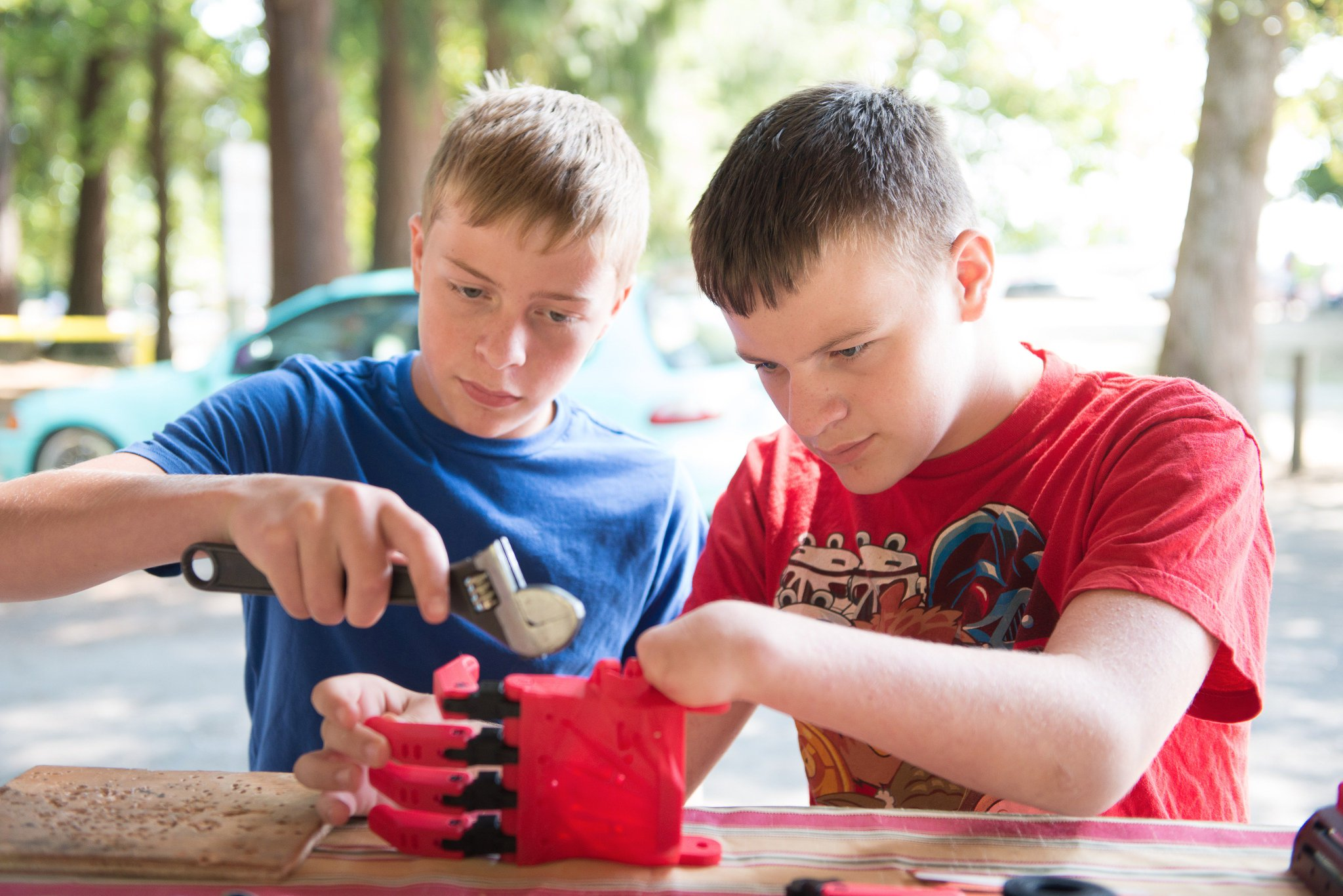 Want 2 get involved with @Enablethefuture 2 #3dprint hands & arms 4 those in need? https://t.co/egY3cz2Pn2 #JoinUs #tech4good #STEM #Maker https://t.co/BPWLTJd44A