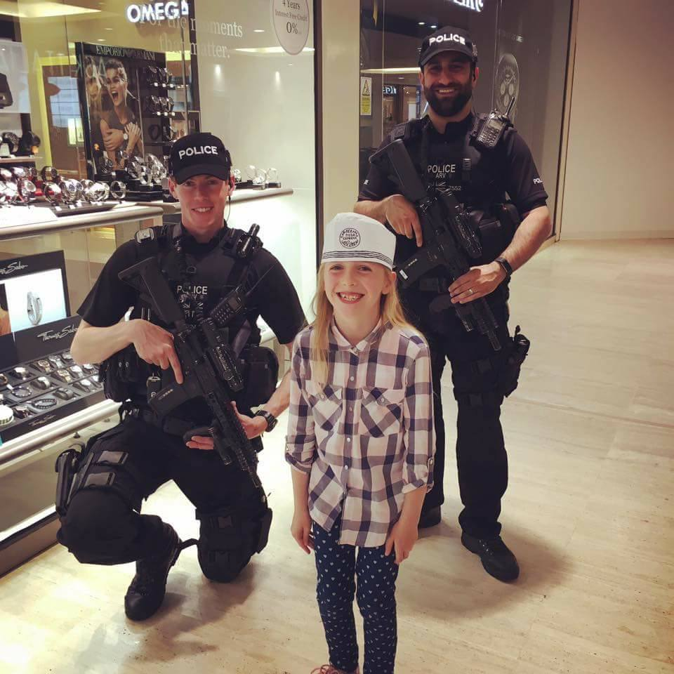 Do you think it's acceptable for armed police at Centre MK to pose for photos with children? 9am @BBC3CR https://t.co/cmjlUh6RJu