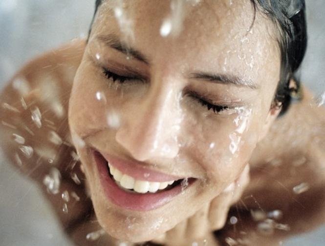 Photos: The Beauty Hack That Means You'll Never Ruin Your Make-Up in the Shower