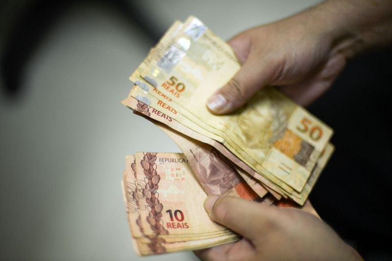 Procura por crédito sobe 7,2% em maio, diz Serasa. https://t.co/qKAeOscADb (📷 Marcello Casal/ABr)
