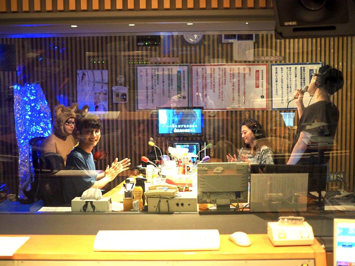 【只今放送中!】星野源のオールナイトニッポンでは藤井隆さんと友近さんをお迎えしてのカラオケパーティー中!ラジオの前のあなたもパーティーに参加してくださいね! #星野源ANN  buff.ly/2sklX2J