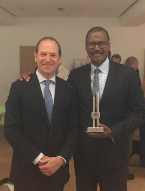 Congrats to @BillWhitakerCBS &  for@MarcLieberman10 accepting ' 1s#60Minutest RIAS Media Prize award in Berlin:  (1)https://t.co/KA7IcLKLEz
