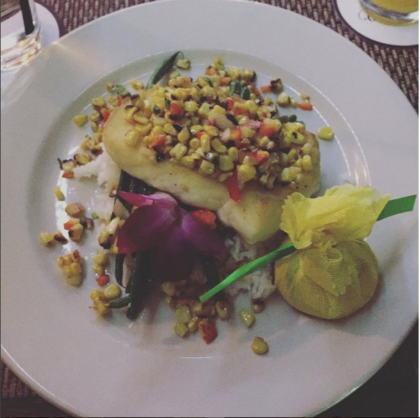 Let&#39;s eat out tonight, just for the halibut #yummm #JerseyCityNJ #Edwards <br>http://pic.twitter.com/NCx8NtnalI