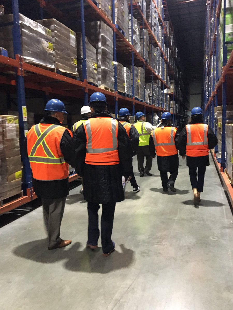 International delegates to @coldchainexpo touring @gccaorg member US Cold Storage-Wilmington IL. #GCCEpic.twitter.com/nHGAR87YMh & Mickey Hoffmann (@MickeyHoffmann) | Twitter