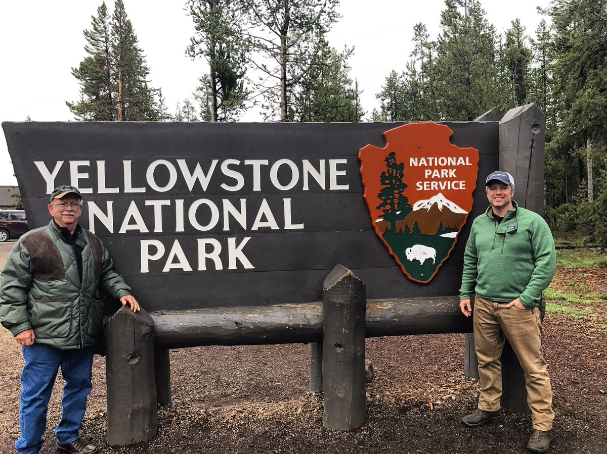 Welcome to @YellowstoneNPS #westentrance #snowday <br>http://pic.twitter.com/udLSin9qgd &ndash; bij Yellowstone National Park (West Entrance)