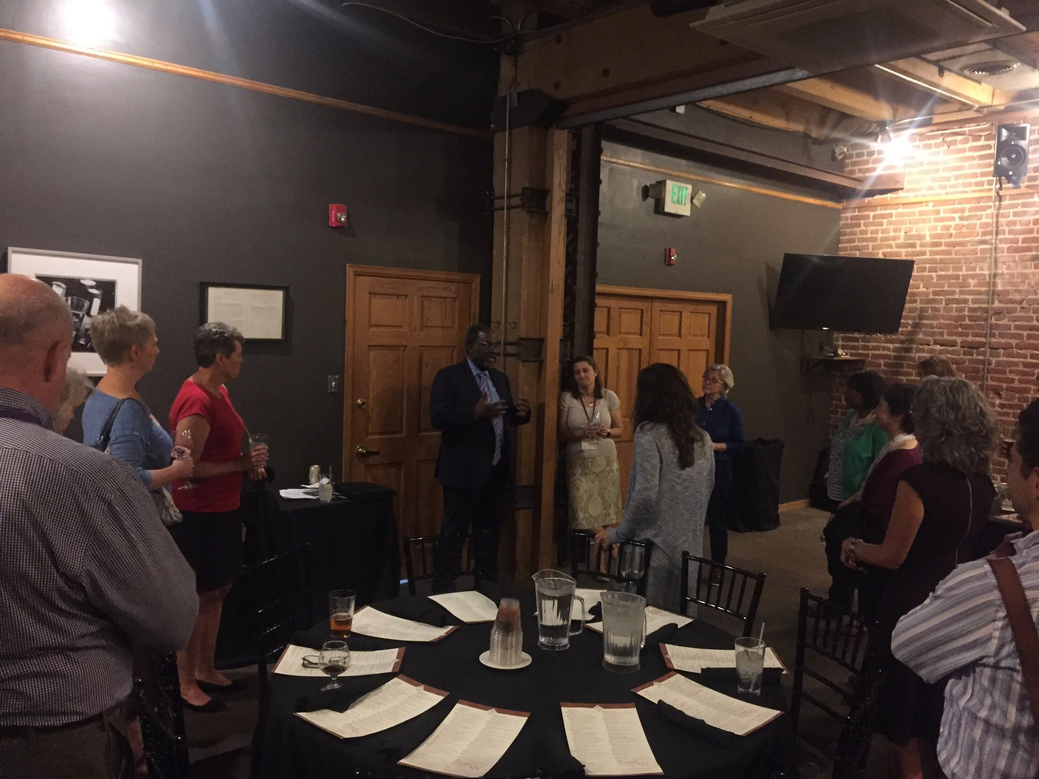 Ralph Smith is talking about both hardback and digital book distribution with folks at dinner hosted by @FirstBook #GLRWeek #Partnerships https://t.co/fS2bzmzxLQ