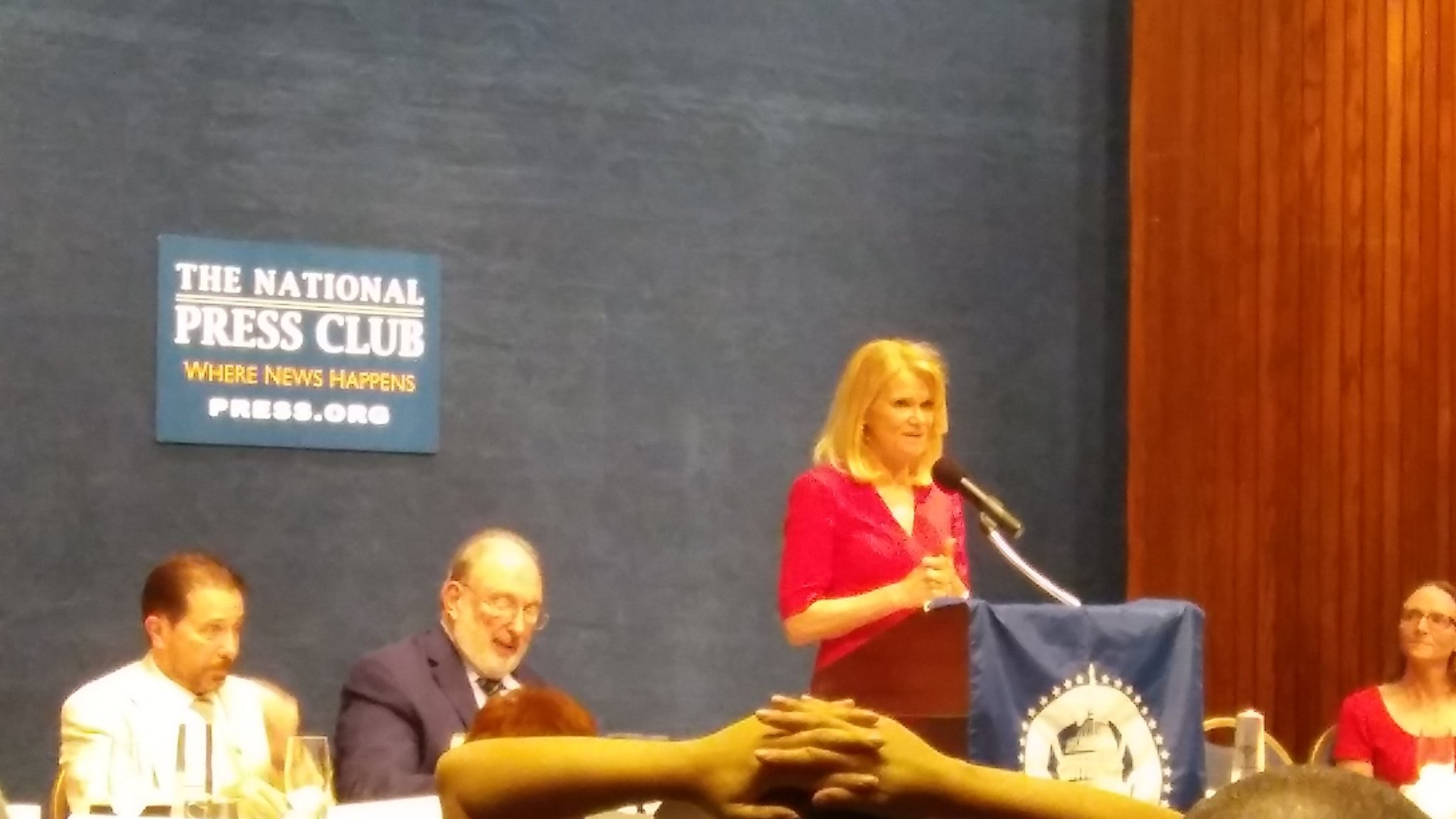 Our final 2017 Hall of Fame inductee: @MarthaRaddatz, @abc Chief Global Affairs Correspondent #dcspj17 https://t.co/ylaovRegYu