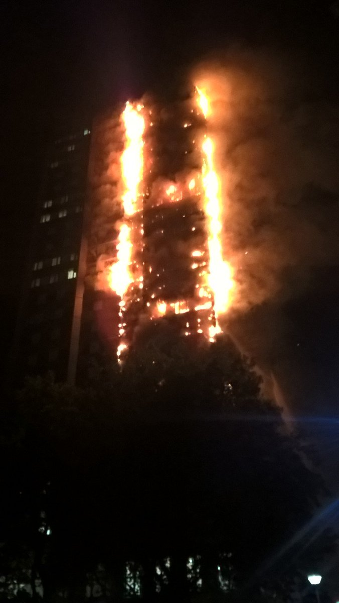 40 fire engines & 200 firefighters have been called to the Lancaster West Estate tower block fire  #NorthKensingtonhttps://t.co/SmtWbgGpSg