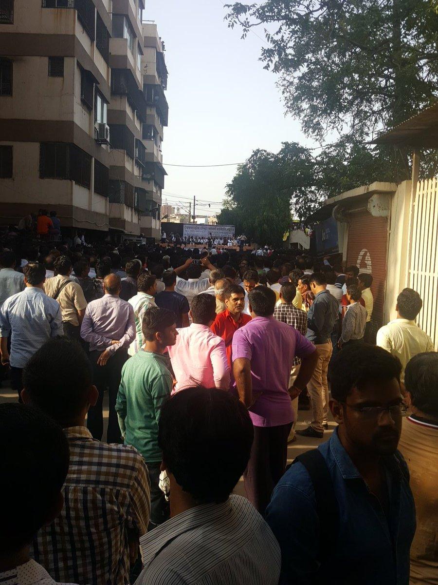 જીએસટી મામલે  ગુજરાત અને મુંબઇના મોટા કાપડ માર્કેટો સજ્જડ બંધ