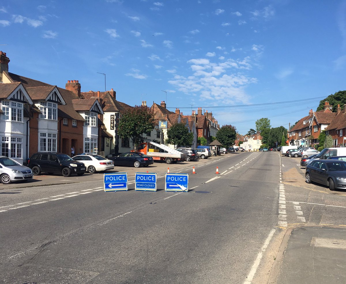 Avoid #Bletchingley - road closed at the centre, tailbacks to #Godstone Diversions to #Outwood or Merstham. RTA by Boterys Cross #eery<br>http://pic.twitter.com/rQIqYy5Nlk