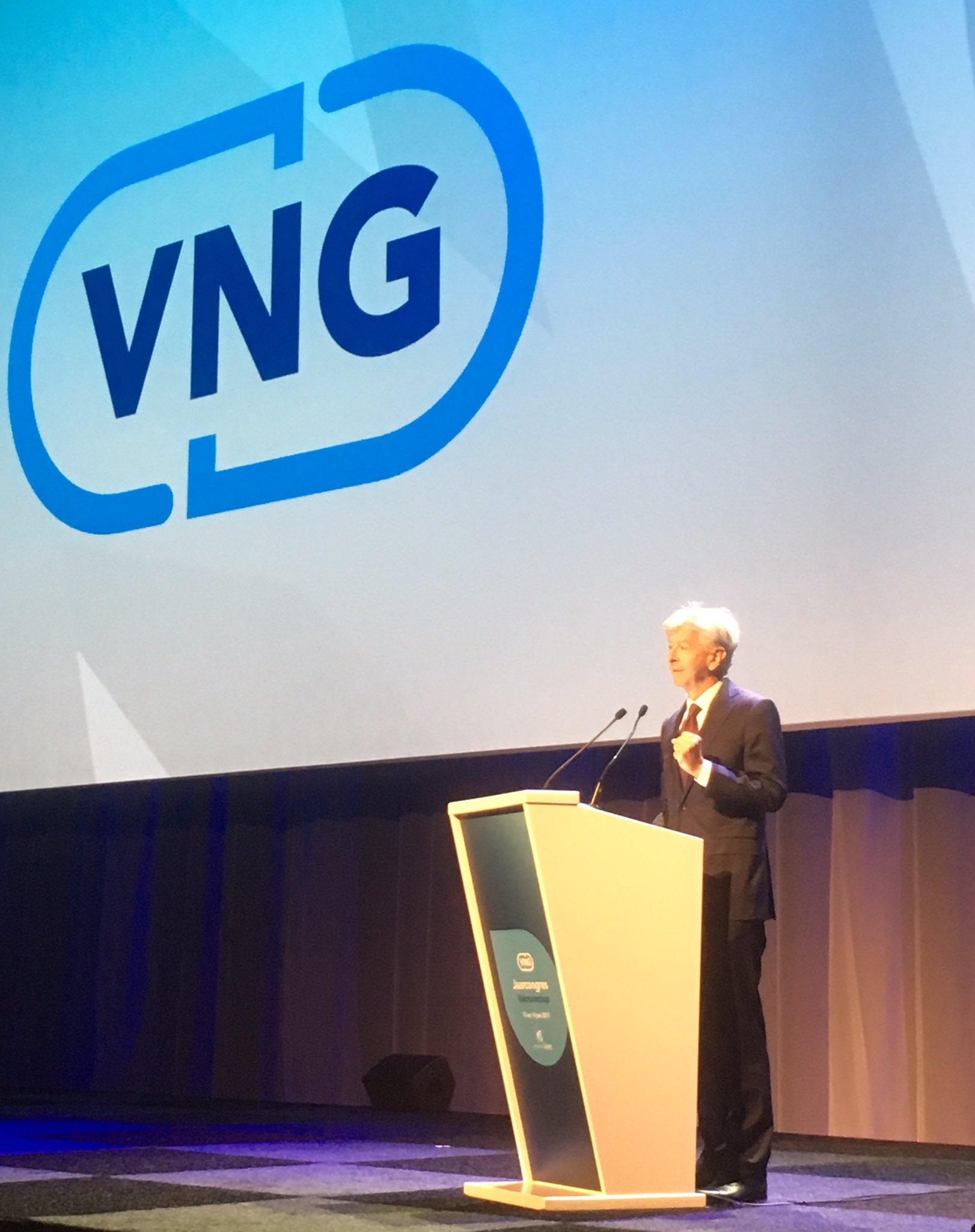 Minister @RPlasterk bij VNG congres; over zorgcontinuïteit sociaal domein en verruiming belastinggebied gemeenten #VNGCongres2017 https://t.co/qDp1Wa06fK