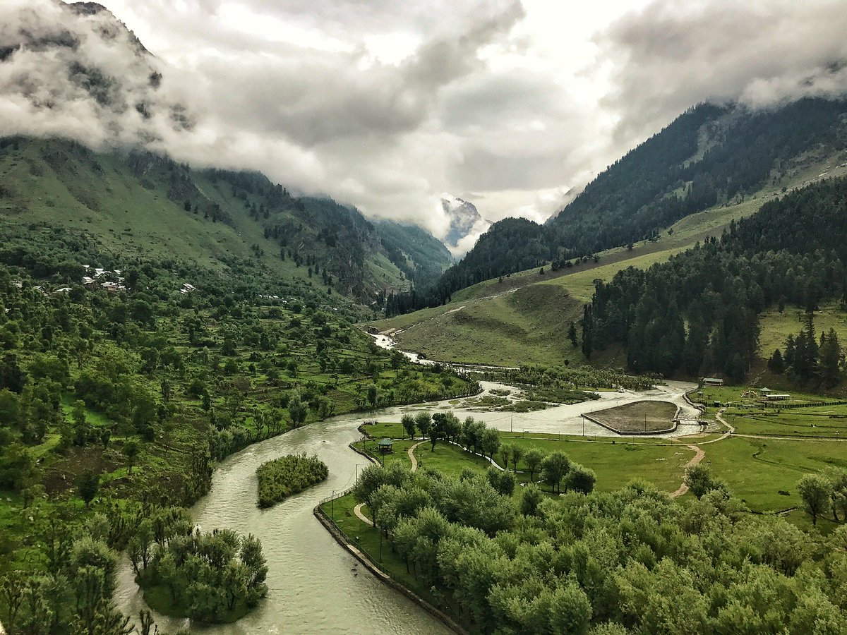 natural beauty kashmir essay Contextual translation of essay of nature beauty of kashmir into hindi essay on nature beauty hindi our india is still a developing country, and one of the major obstacles on our path of development is illiteracy among our natural beauty of place-kashmir hindi जगह-कश्मीर की प्राकृतिक सुंदरता.