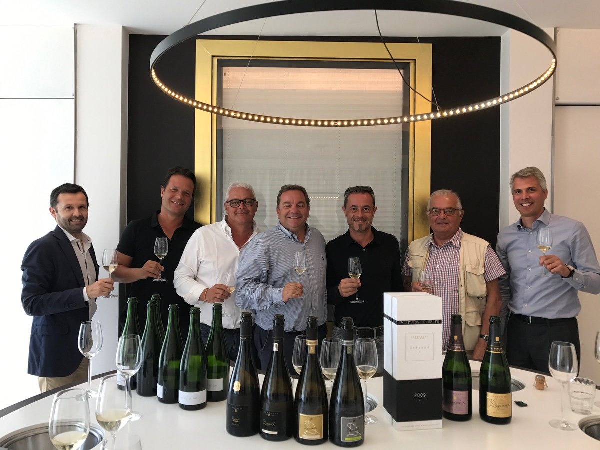 It&#39;s with great pleasure that we welcomed the Sideg company from Cayenne for a visit and a tasting workshop of our #champagnes. <br>http://pic.twitter.com/sFqAwj4kQ1