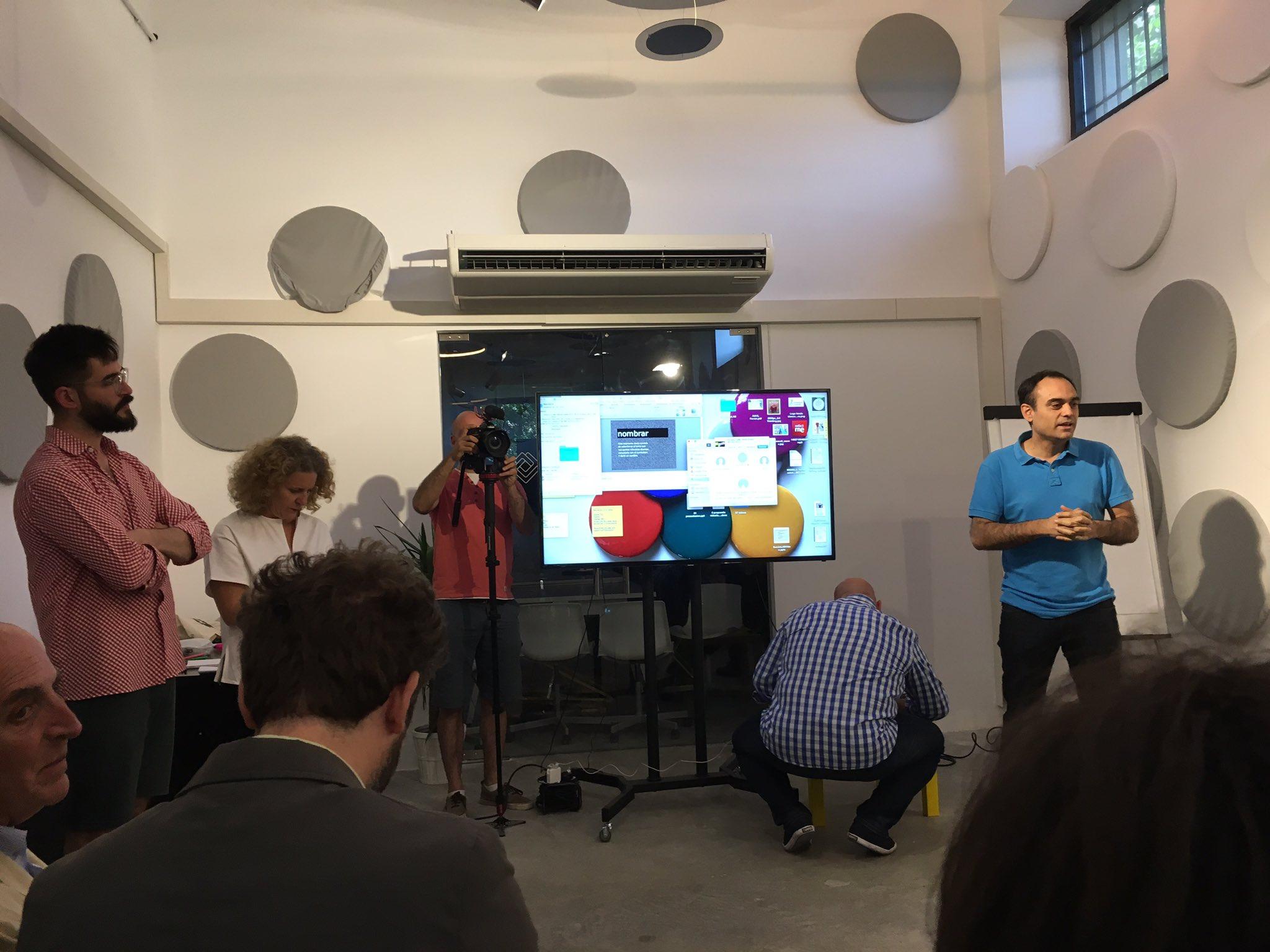 #SantillanaLAB es el momento de presentar los #prototipos #sexy #innovador # inspirador #intercambio https://t.co/hAYSiCR9rv