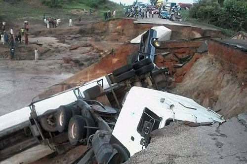 Niger State Government declared state of emergency on roads across the length and breadth of the state following the collapse of Mokwa-Jebba Road.